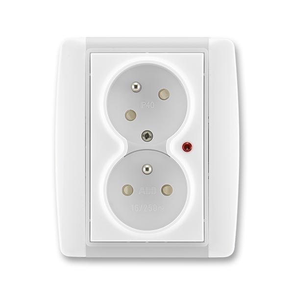 Zásuvka dvojnásobná s ochrannými kolíkmi, s clonkami, s natočenou dutinou, s ochranou pred prepätím, Element®, biela / ľadová biela