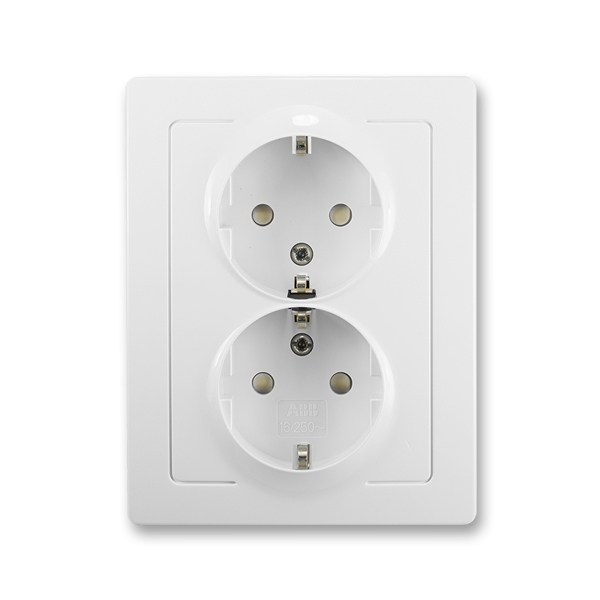 Zásuvka jednonásobná s ochrannými kontaktmi (podľa DIN), s clonkami, Swing®L, biela