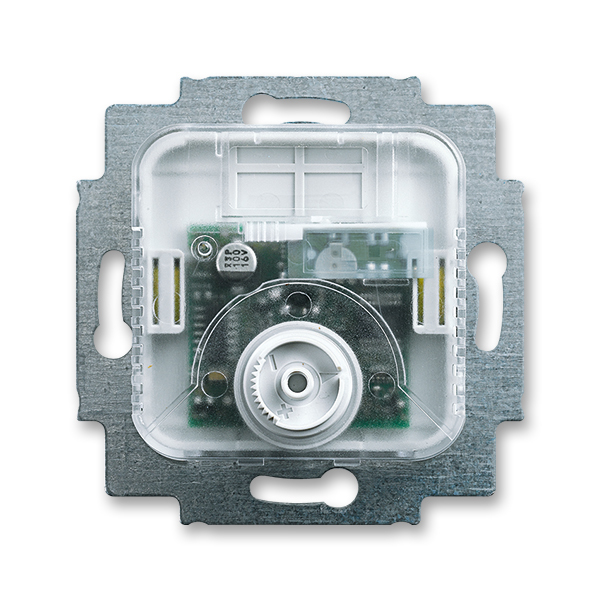 Prístroj termostatu pre kúrenie/chladenie,