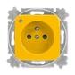Zásuvka jednonásobná s ochranným kolíkom, s clonkami, so signalizáciou prevádzkového stavu, Reflex SI, žltá