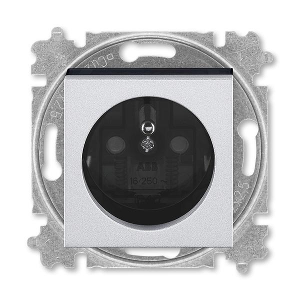 Zásuvka jednonásobná s ochranným kolíkom, s clonkami, titánová / dymová čierna