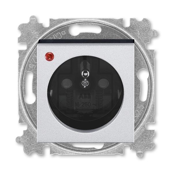 Zásuvka jednonásobná s ochranným kolíkom, s clonkami, s ochranou pred prepätím, titánová / dymová čierna