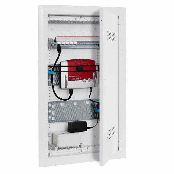 Rozvodnica multimediálna zapustená UK600, IP 30, plechové dvierka s vetracími otvormi a vložkou pre WiFi, 3 rady