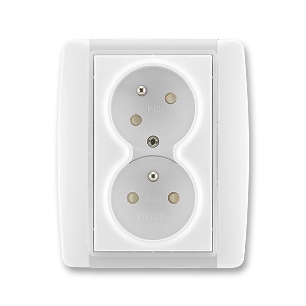 Zásuvka dvojnásobná s ochrannými kolíkmi, s clonkami, s natočenou dutinou, Element®, biela / ľadová biela