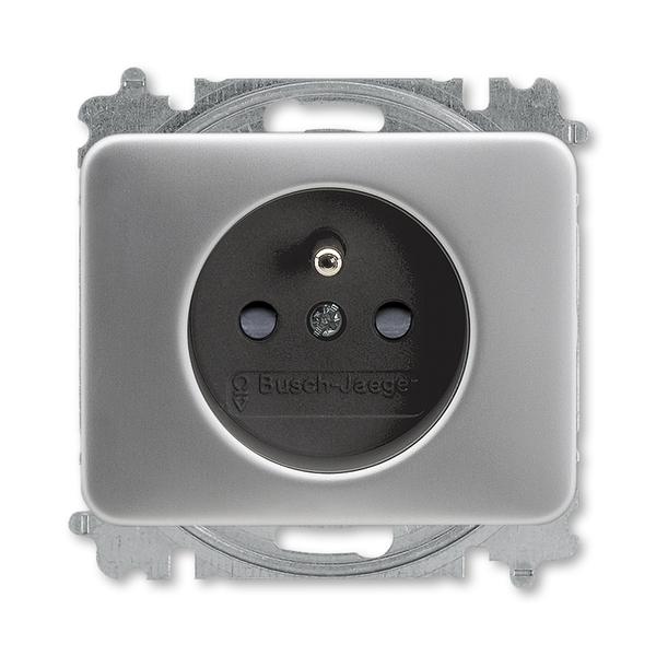 Zásuvka jednonásobná s ochranným kolíkom, s clonkami, Alpha exclusive®, titánová